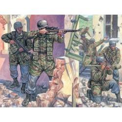 ITALERI_ GERMAN PARATROOPERS WORLD WAR II_ 1/72