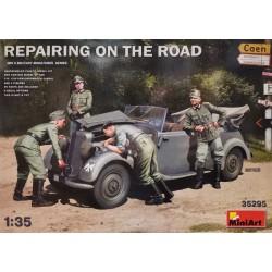 MiniArt_ Repairing on the Road_ 1/35
