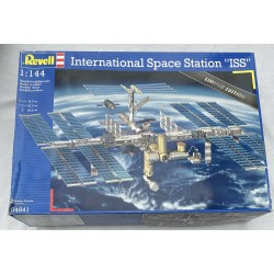 """Revell_ International Space Station """"ISS"""" 1/144"""