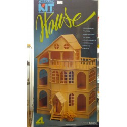 WEEKEND KIT HOUSE